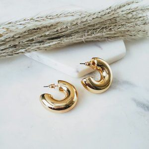 5 for $25 Gold Color Wide Hollow Hoop Earrings 1.1